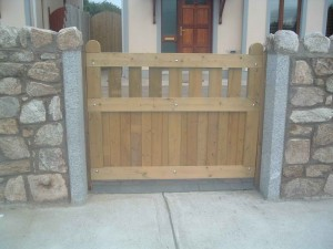 Entrance-gates-small-300x225