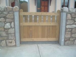 Entrance-gates-small-300x225