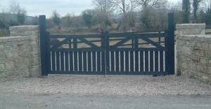 pair-entrance-gates-painted-black-300x156